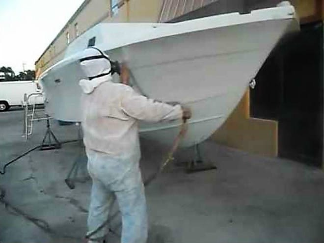 Casco de barco hecho con PRFV